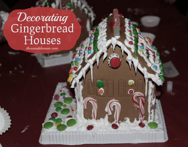 decorating gingerbread houses for christmas