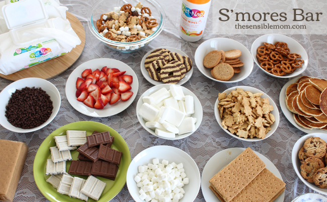 Need ideas for creating the Best S'mores bar? I'm sharing them in this post in addition to a list of foods that make a great S'mores bar for your family and friends! #showusyourmess #smores #PMedia #ad