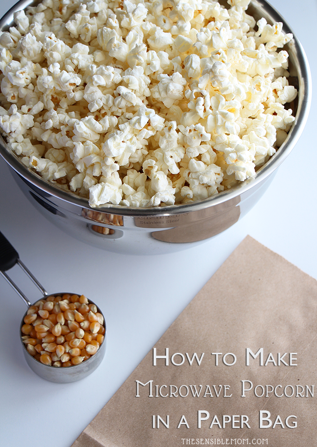 Here's a super simple recipe to make microwave popcorn in a paper bag #MicrowavePopcorn #popcorn #PopcornRecipe